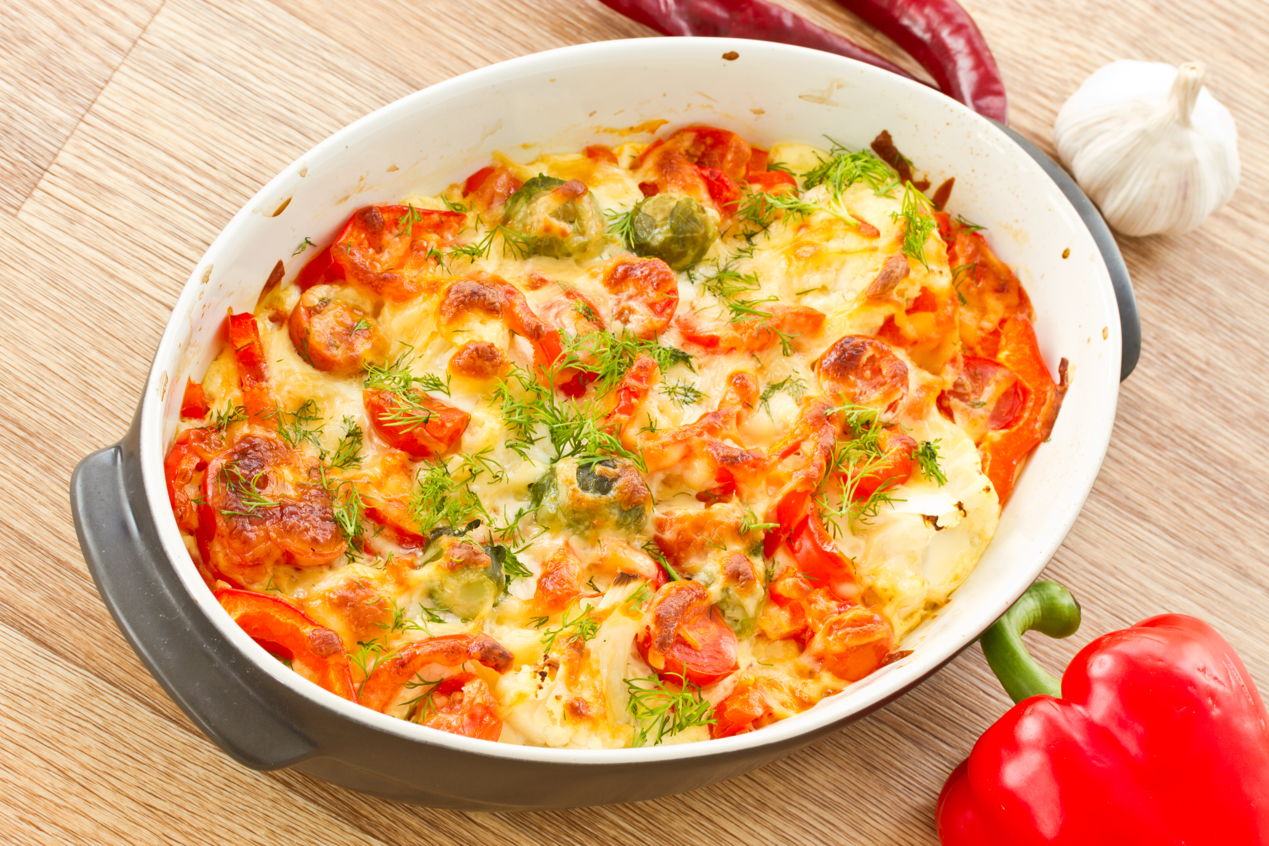 auflauf-mit-haehnchen-reis-paprika-tomaten-und-rosenkohl