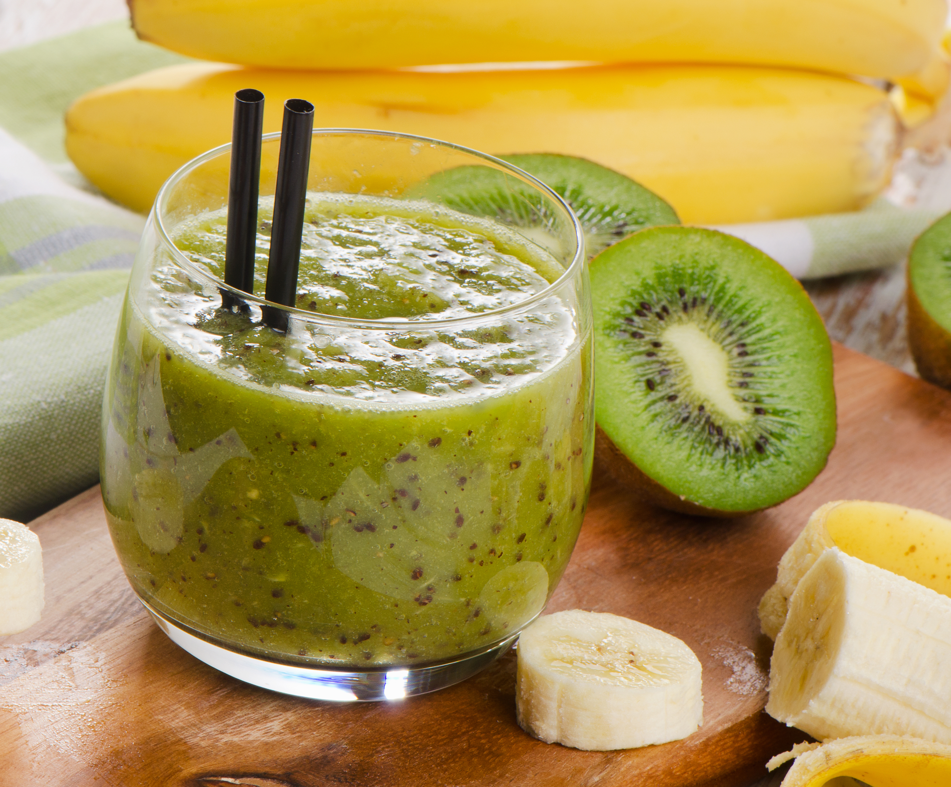 low fat rezept chiasamen smoothie mit banane orange und kiwi invikoo. Black Bedroom Furniture Sets. Home Design Ideas