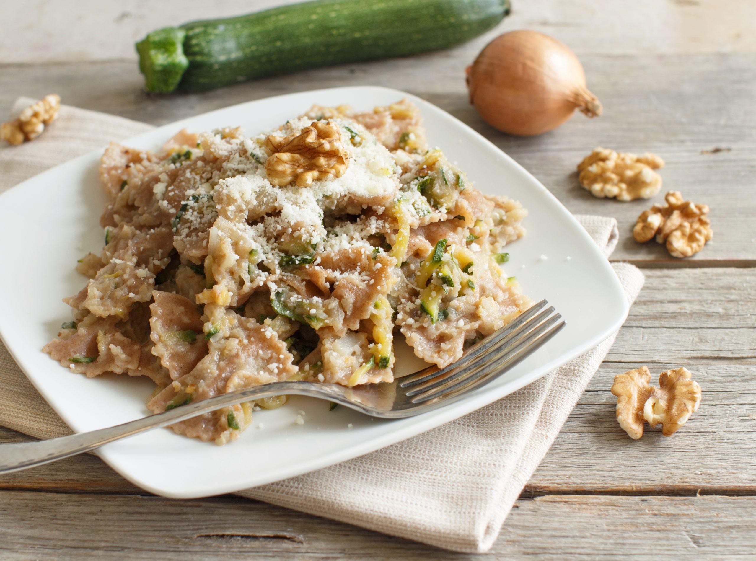 farfalle-mit-zucchini-und-walnuessen