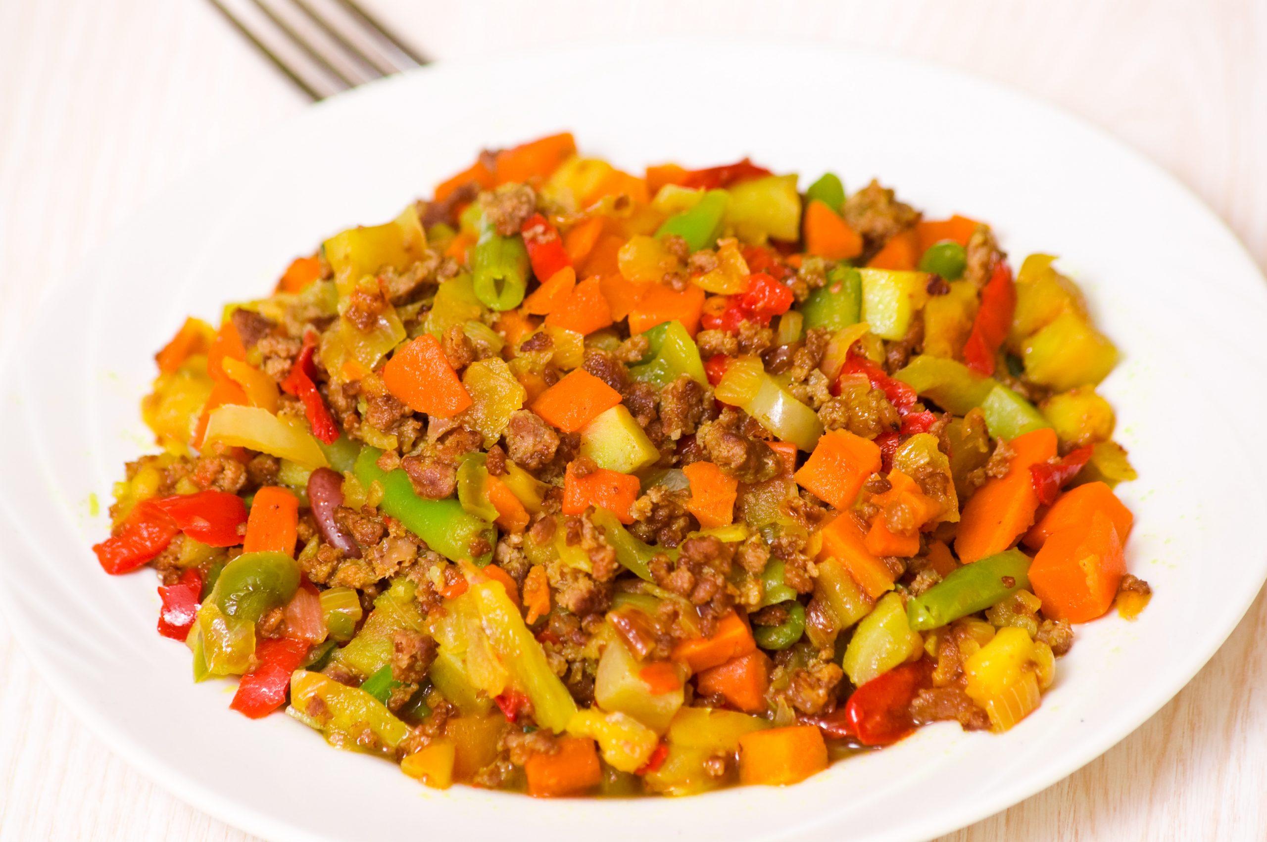 hackfleischpfanne-mit-moehren-brechbohnen-kidneybohnen-paprika-und-kartoffeln