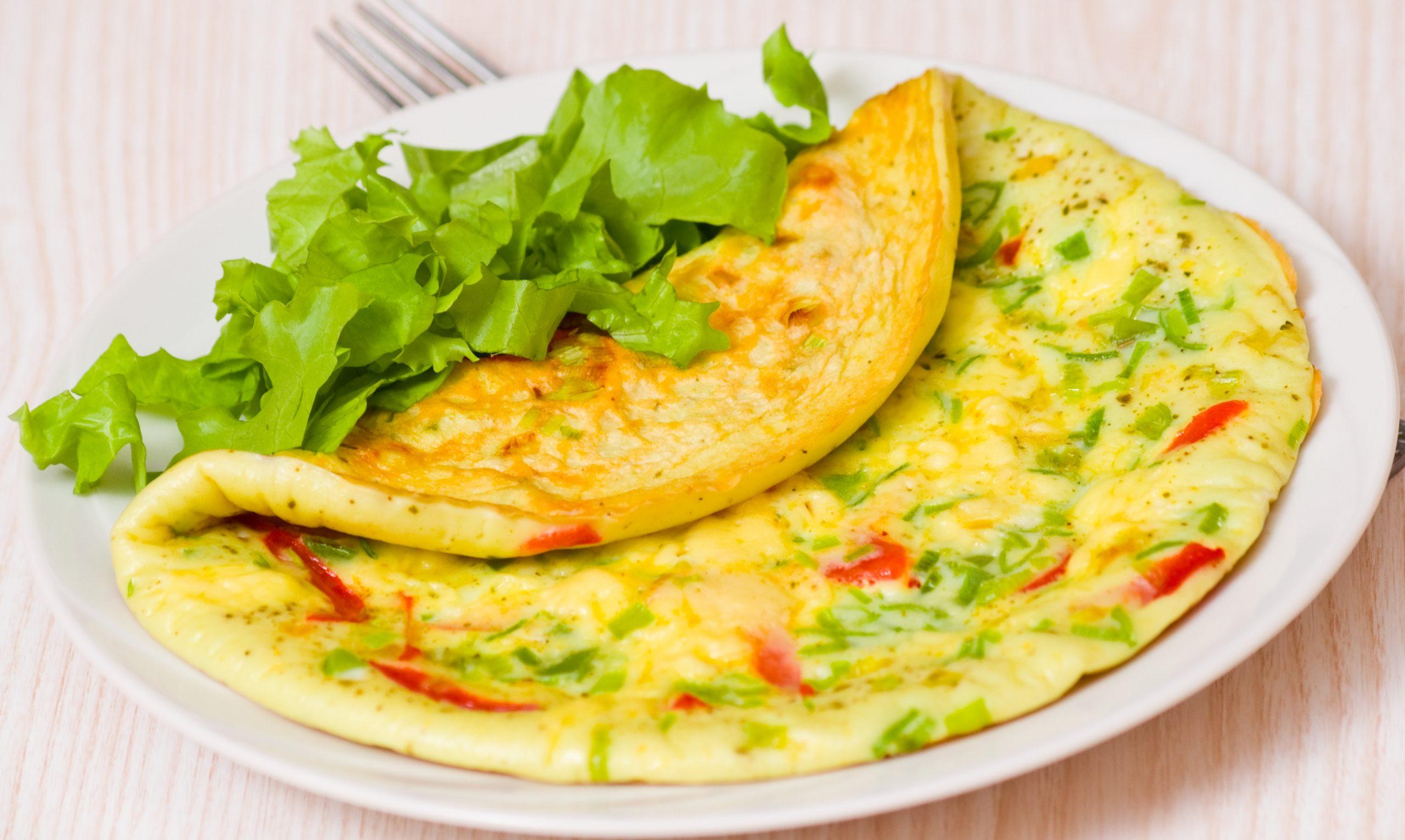low carb rezept omelett mit paprika und fr hlingszwiebeln invikoo. Black Bedroom Furniture Sets. Home Design Ideas