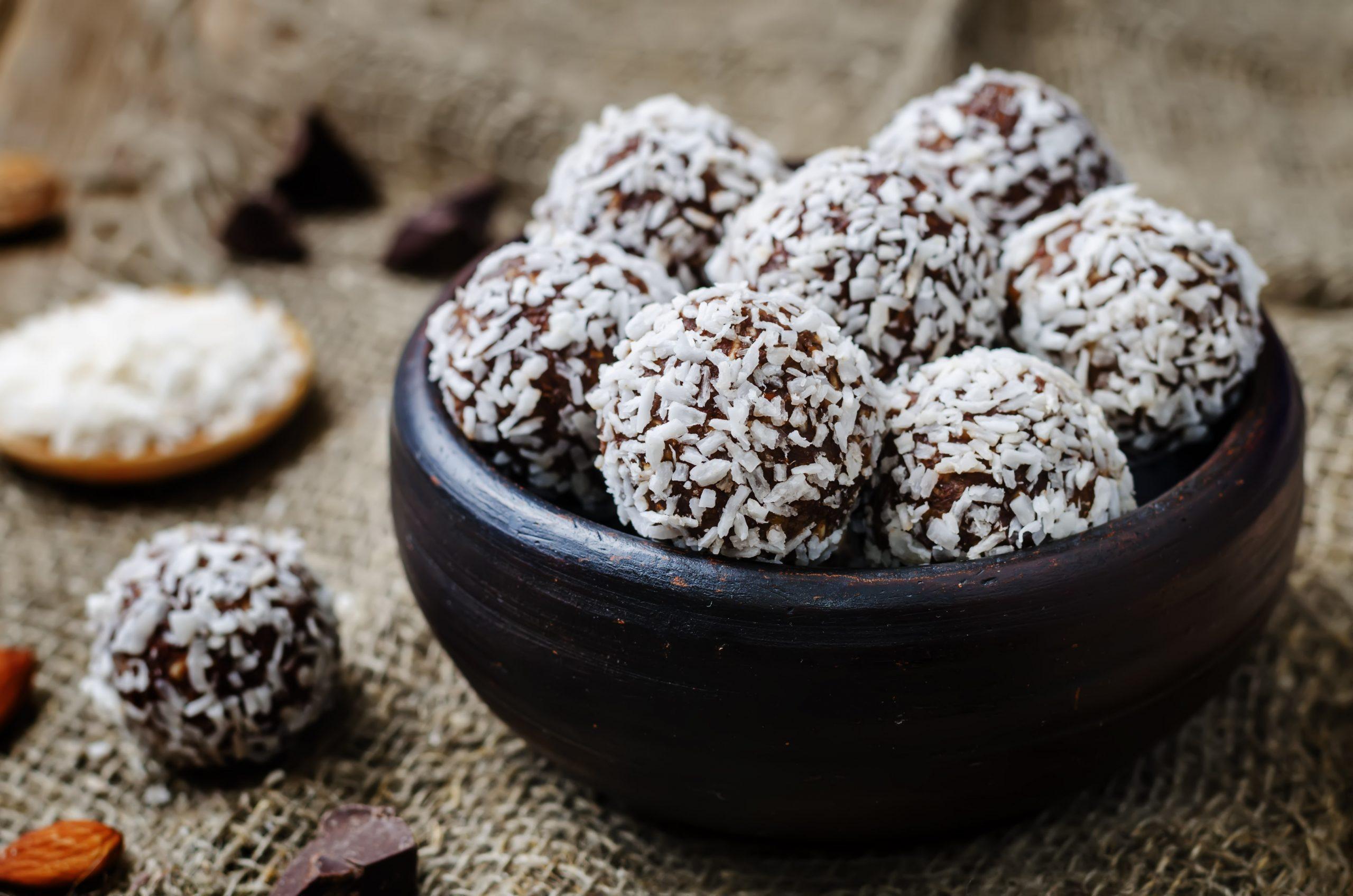 schokobaellchen-mit-kokosraspeln