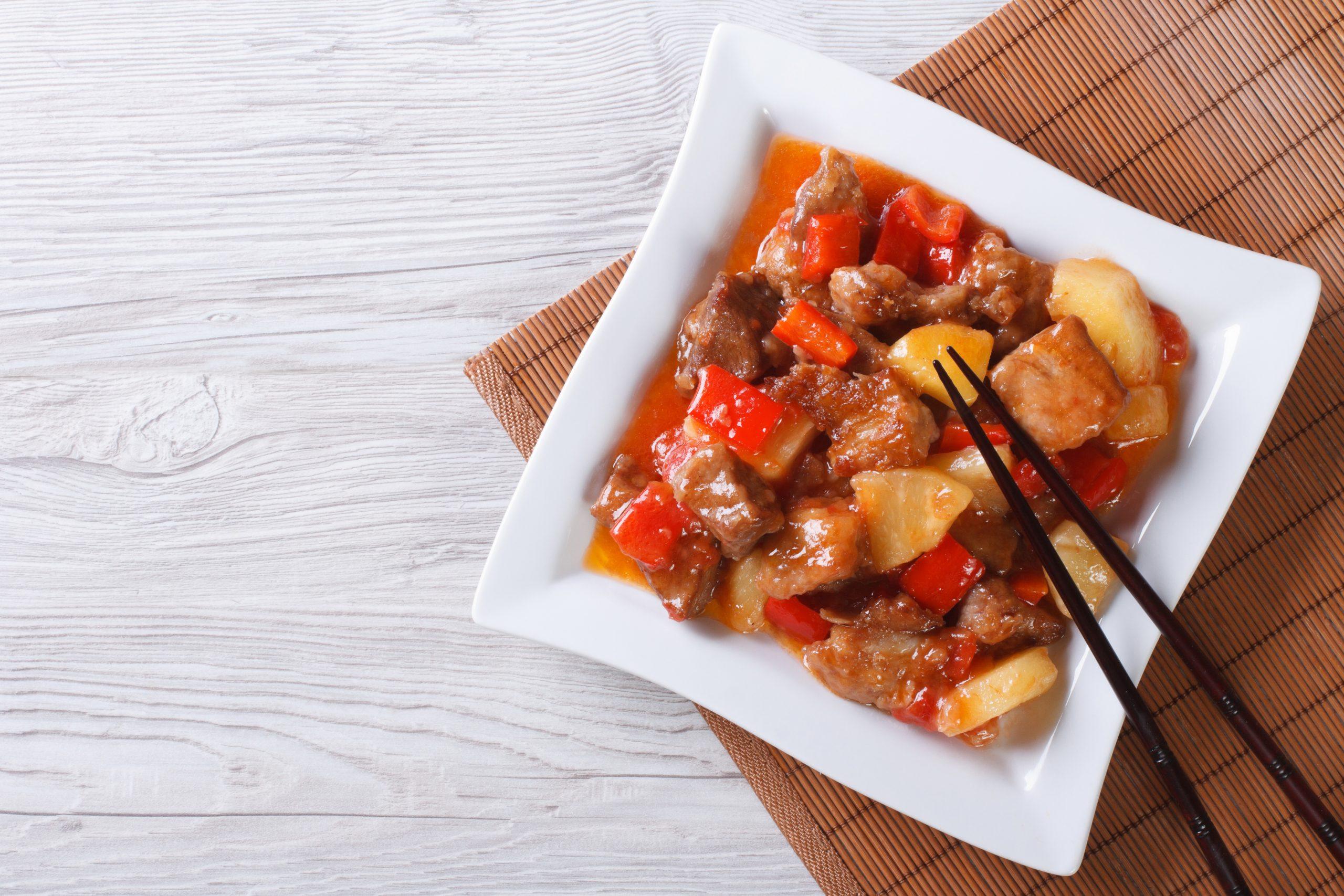 schweinefleisch-suess-sauer-mit-ananas-paprika-und-tomate