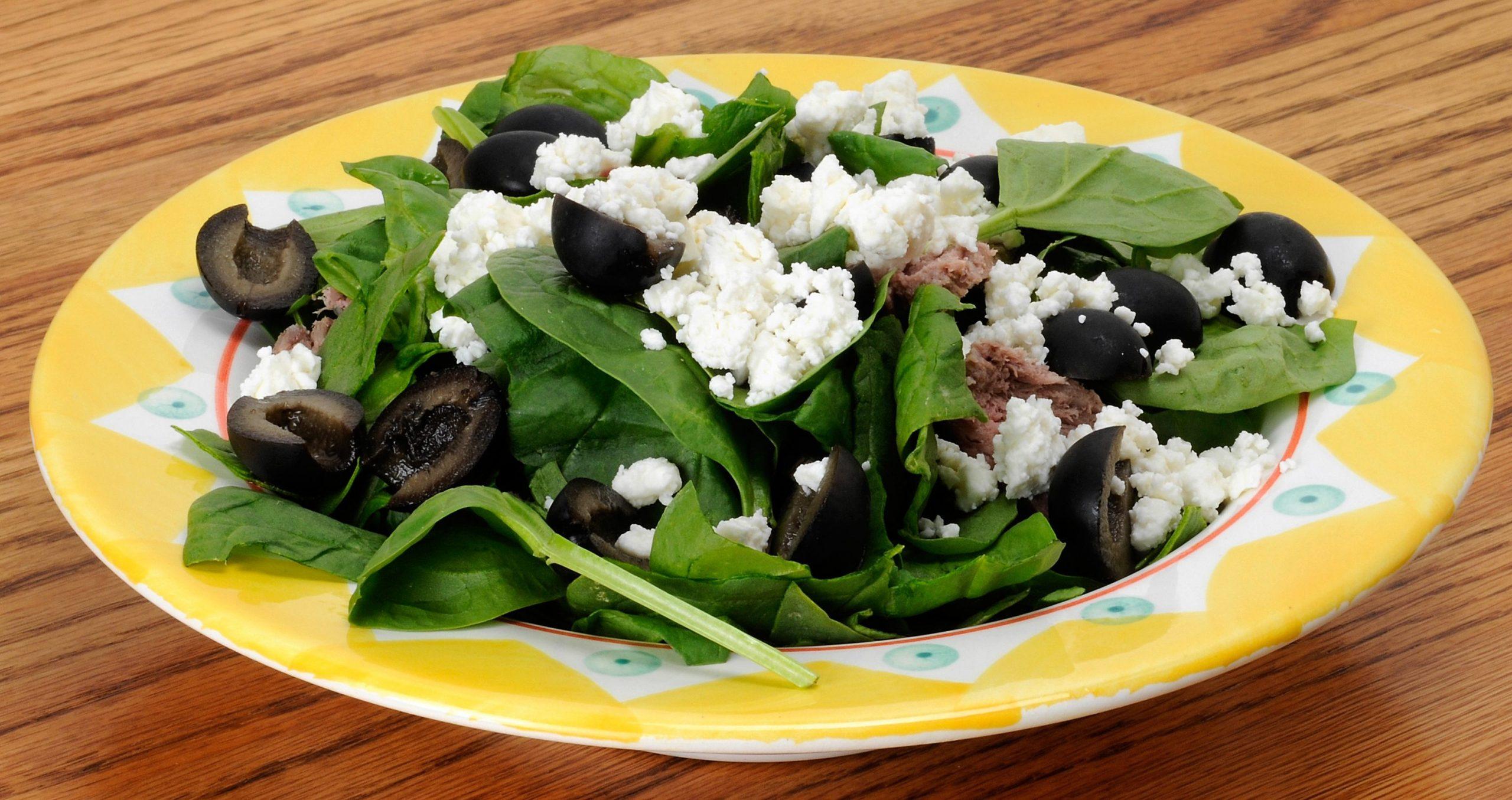low carb rezept feldsalat mit feta thunfisch und oliven invikoo. Black Bedroom Furniture Sets. Home Design Ideas